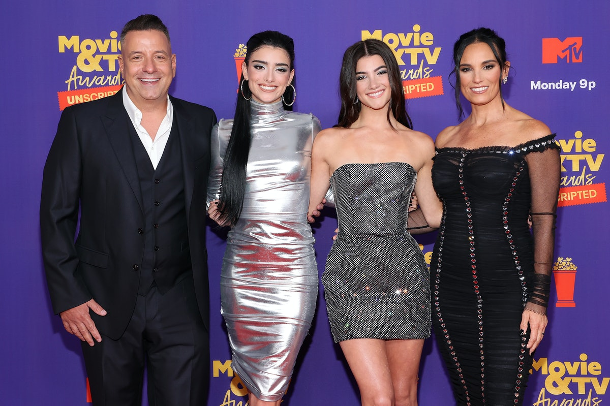 LOS ANGELES, CALIFORNIA - MAY 17: (L-R) In this image released on May 17, Marc D'Amelio, Dixie D'Amelio, Charli D'Amelio and Heidi D'Amelio attend the 2021 MTV Movie & TV Awards: UNSCRIPTED in Los Angeles, California. (Photo by Amy Sussman/Getty Images)