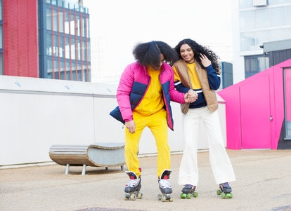 A young couple goes on a rollerskating date planned around their rising signs.