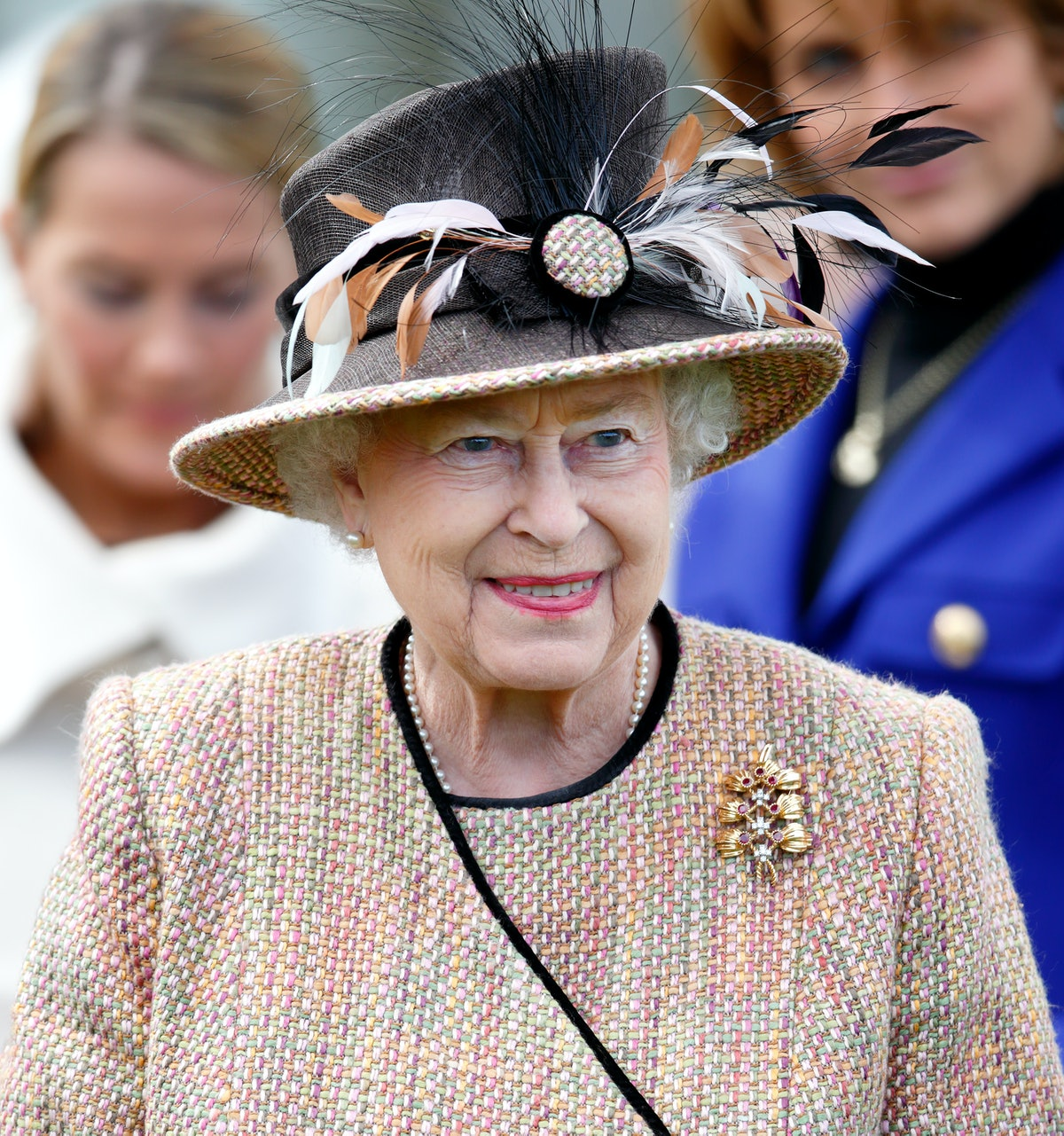 NEWBURY, UNITED KINGDOM - APRIL 19: (EMBARGOED FOR PUBLICATION IN UK NEWSPAPERS UNTIL 48 HOURS AFTER CREATE DATE AND TIME) Queen Elizabeth II (wearing her gold and ruby floral trellis brooch) attends the Dubai Duty Free Raceday at Newbury Racecourse on April 19, 2013 in Newbury, England. (Photo by Max Mumby/Indigo/Getty Images)