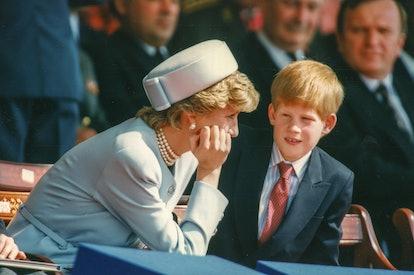 La princesse Diana et le prince Harry assistant aux cérémonies du 50ème anniversaire de la fin de la...