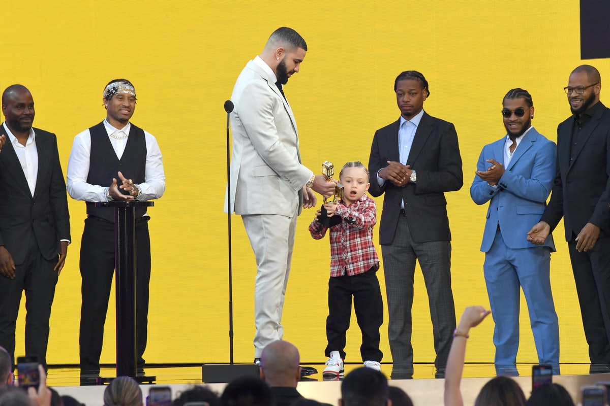 Drake brought son Adonis on stage as he accepted his BBMA for Artist of the Decade.