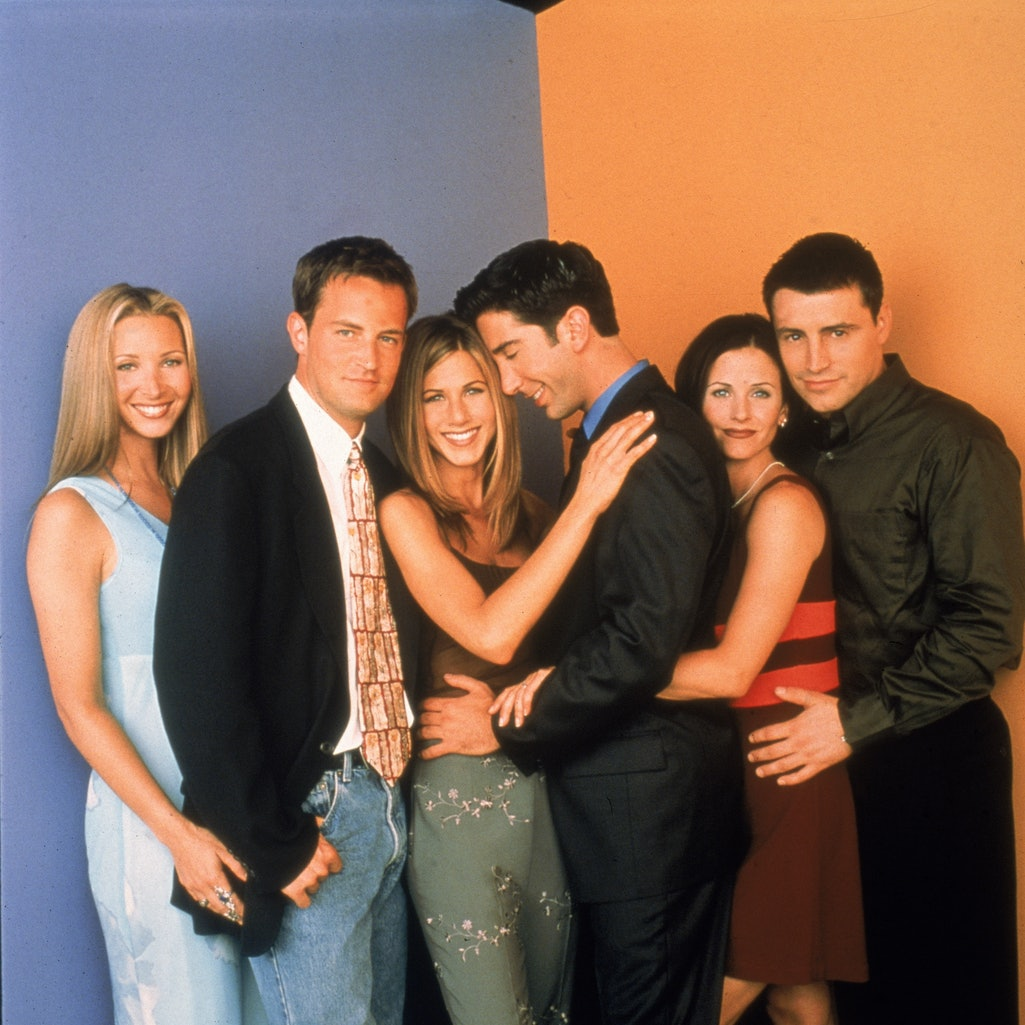 Promotional portait of the cast of the television series, 'Friends,' circa 1996. L-R: Lisa Kudrow, Matthew Perry, Jennifer Aniston, David Schwimmer, Courteney Cox, and Matt LeBlanc. (Photo by Warner Brothers Television/Fotos International/Courtesy of Getty Images)