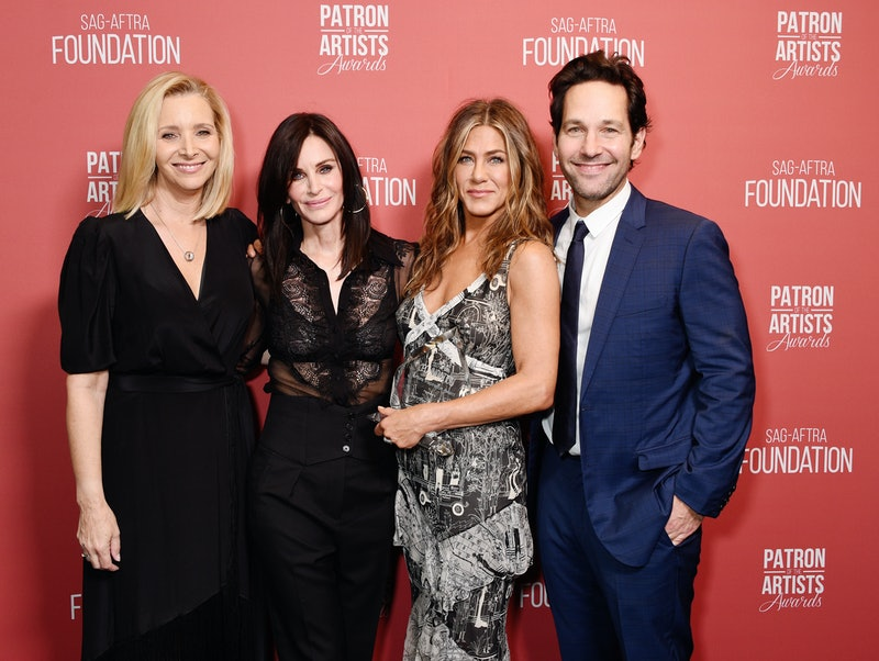 BEVERLY HILLS, CALIFORNIA - NOVEMBER 07: (L-R) Lisa Kudrow, Courteney Cox, winner of the 'Artists Inspiration Award' Jennifer Aniston, and Paul Rudd  attend SAG-AFTRA Foundation's 4th Annual Patron of the Artists Awards at Wallis Annenberg Center for the Performing Arts on November 07, 2019 in Beverly Hills, California. (Photo by Gregg DeGuire/Getty Images for SAG-AFTRA Foundation)