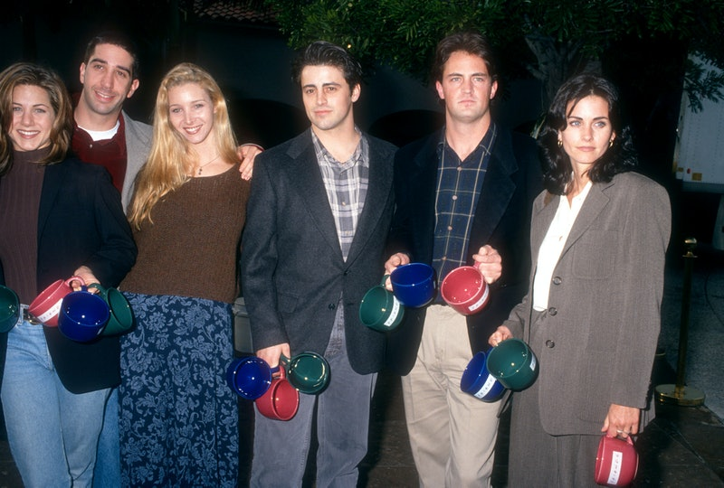 1995: American actors Jennifer Aniston, David Schwimmer, Lisa Kudrow, Matt LeBlanc, Matthew Perry and Courtney Cox of the television comedy, Friend's pose for a portrait circa 1995.  (Photo by Ron Davis/Getty Images)