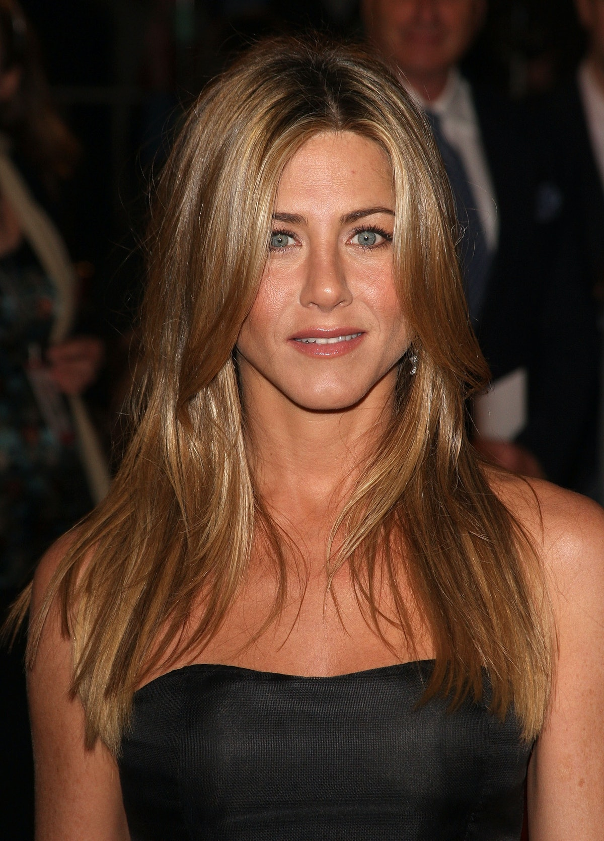 """WESTWOOD, CA - DECEMBER 11:  Actress Jennifer Aniston arrives at the Los Angeles premiere of """"Marley..."""