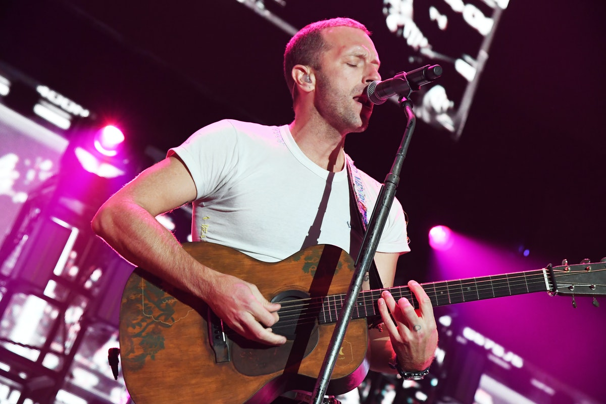 INGLEWOOD, CALIFORNIA - JANUARY 18: (FOR EDITORIAL USE ONLY) Chris Martin of Coldplay performs onstage at the 2020 iHeartRadio ALTer EGO at The Forum on January 18, 2020 in Inglewood, California. (Photo by Jeff Kravitz/FilmMagic for iHeartMedia )