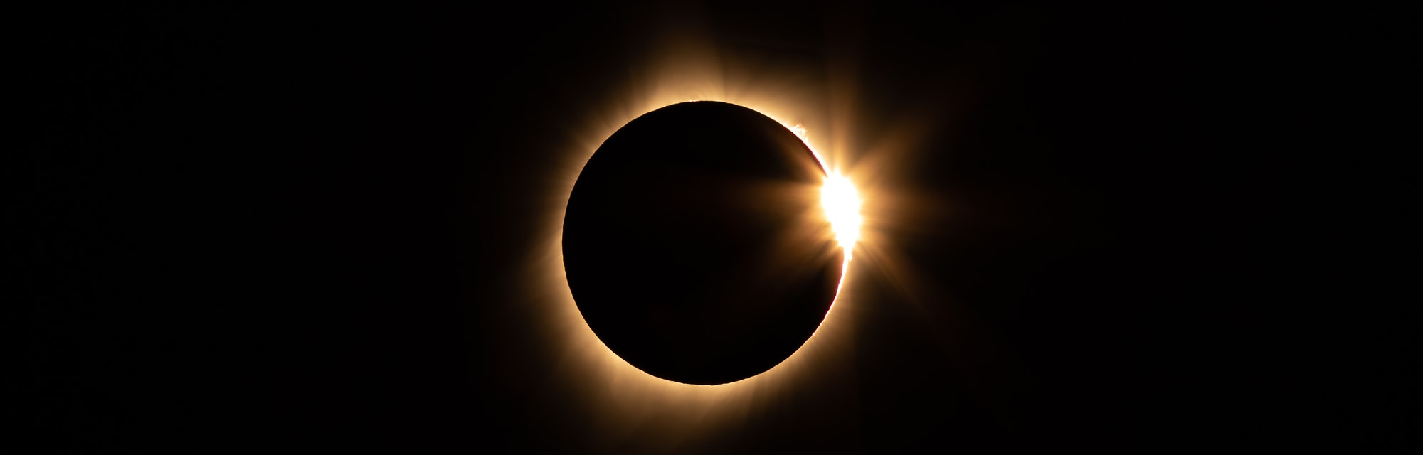 The total solar eclipse on 21 August 2017, as seen from Idaho. About 77 1/2 minutes after first contact. Note the Bailey' Beads.  Yellow filtration for visual interest. (Photo by: Jon G. Fuller, Jr./VW PICS/Universal Images Group via Getty Images)