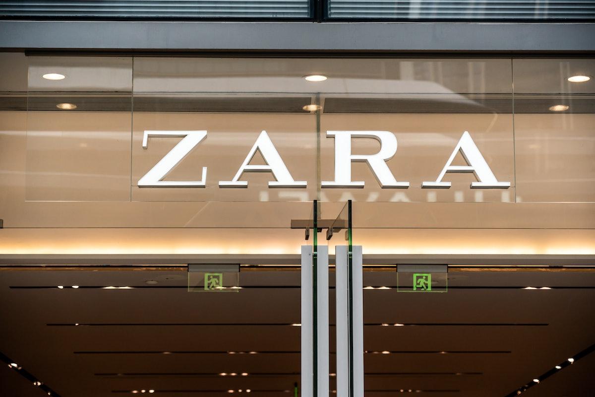 SHENZHEN, CHINA - 2020/10/04: Spanish fashion retailer, Zara logo seen in Shenzhen. (Photo by Alex T...