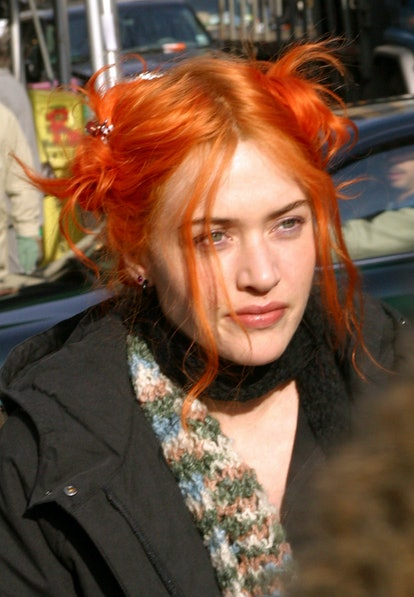 """Kate Winslet during Jim Carrey and Kate Winslet On Location for """"Eternal Sunshine of the Spotless Mind"""" - New York at Manhattan in New York City, New York, United States. (Photo by James Devaney/WireImage)"""