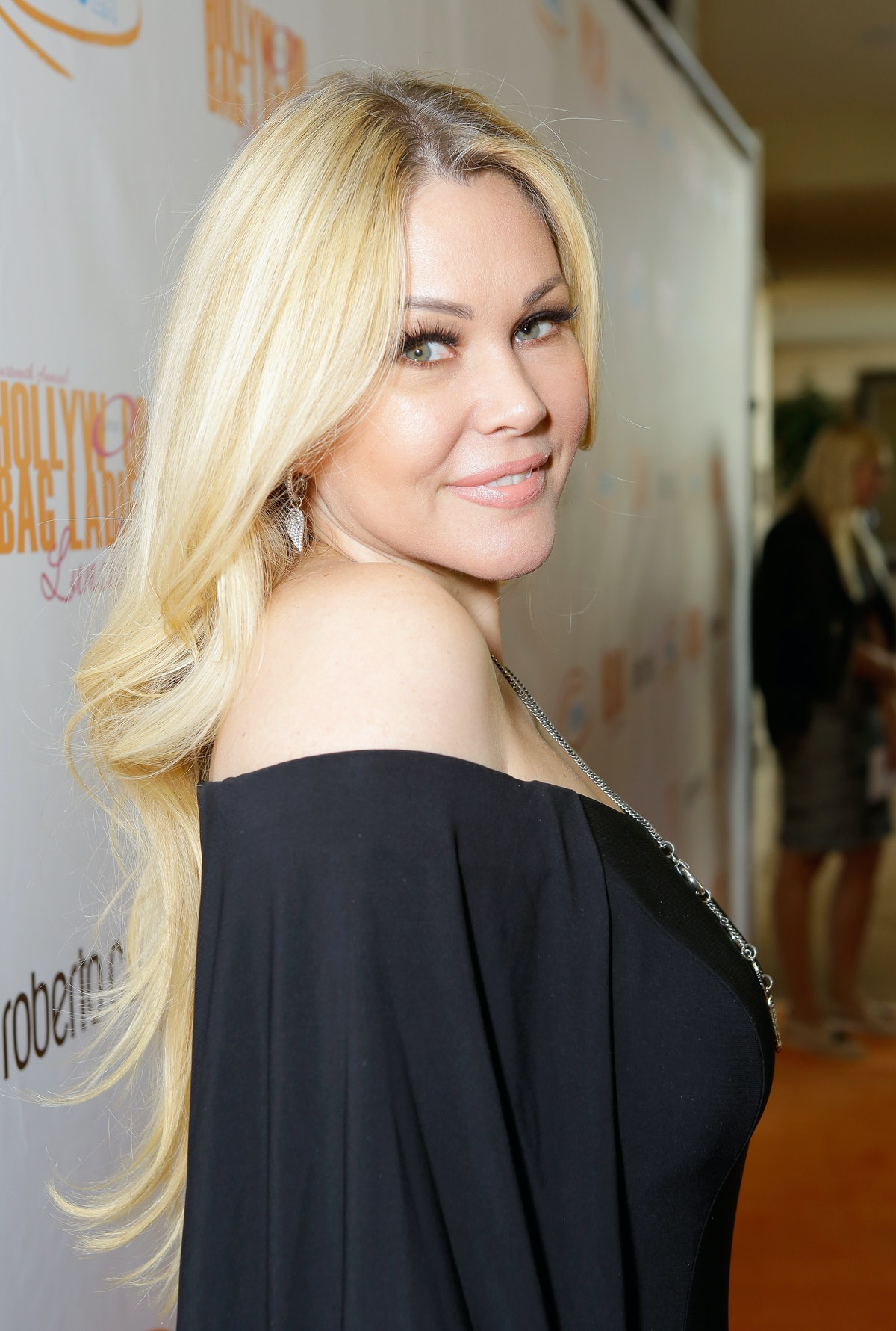 BEVERLY HILLS, CA - NOVEMBER 17:  Shanna Moakler  at Lupus LA's Hollywood Bag Ladies Luncheon at The Beverly Hilton Hotel on November 17, 2017 in Beverly Hills, California.  (Photo by Tiffany Rose/Getty Images for Lupus LA)