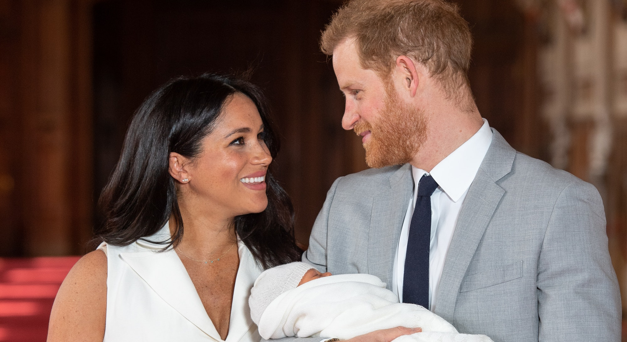 WINDSOR, ENGLAND - MAY 08: Prince Harry, Duke of Sussex and Meghan, Duchess of Sussex, pose with the...