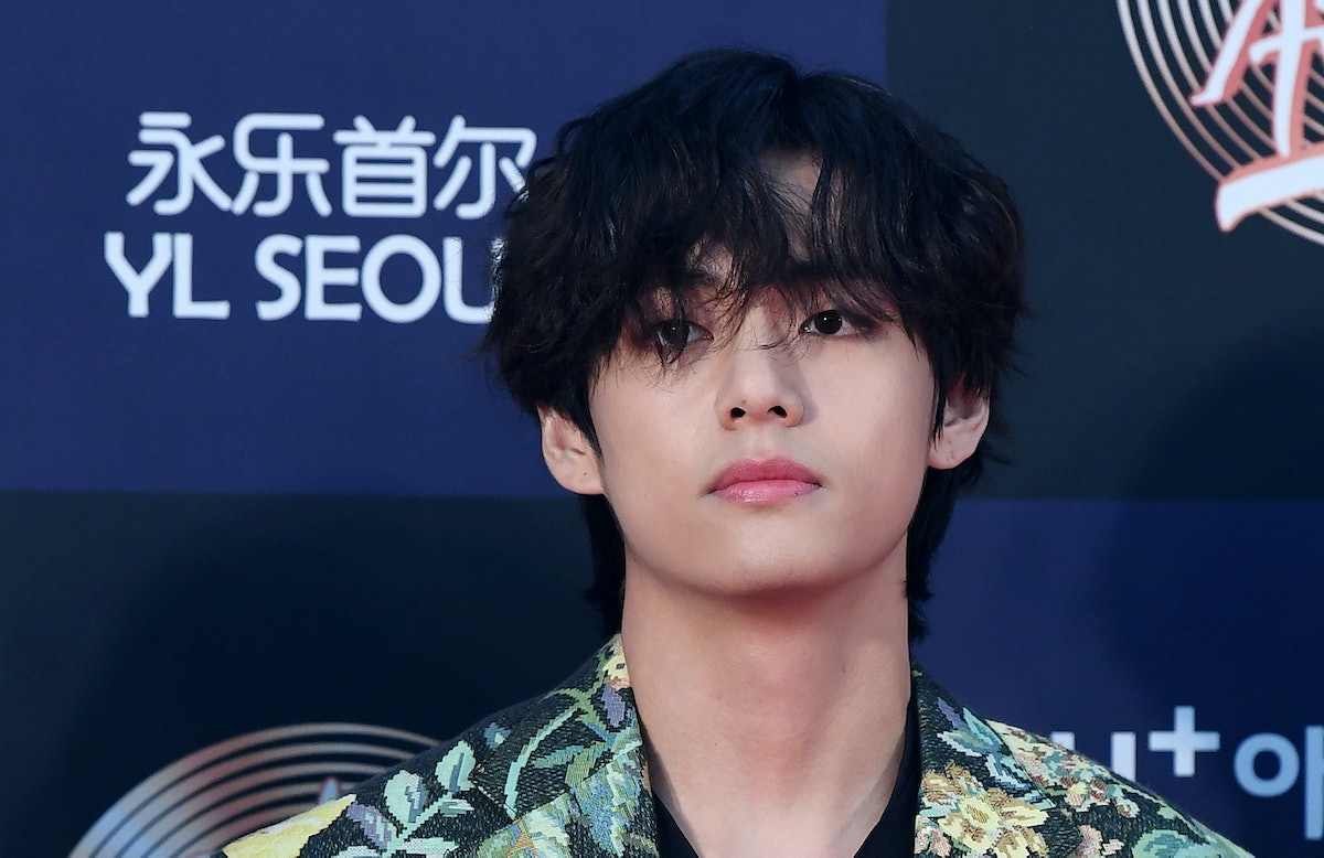 SEOUL, SOUTH KOREA - JANUARY 05: V of BTS arrives at the photo call for the 34th Golden Disc Awards on January 05, 2020 in Seoul, South Korea. (Photo by THE FACT/Imazins via Getty Images)