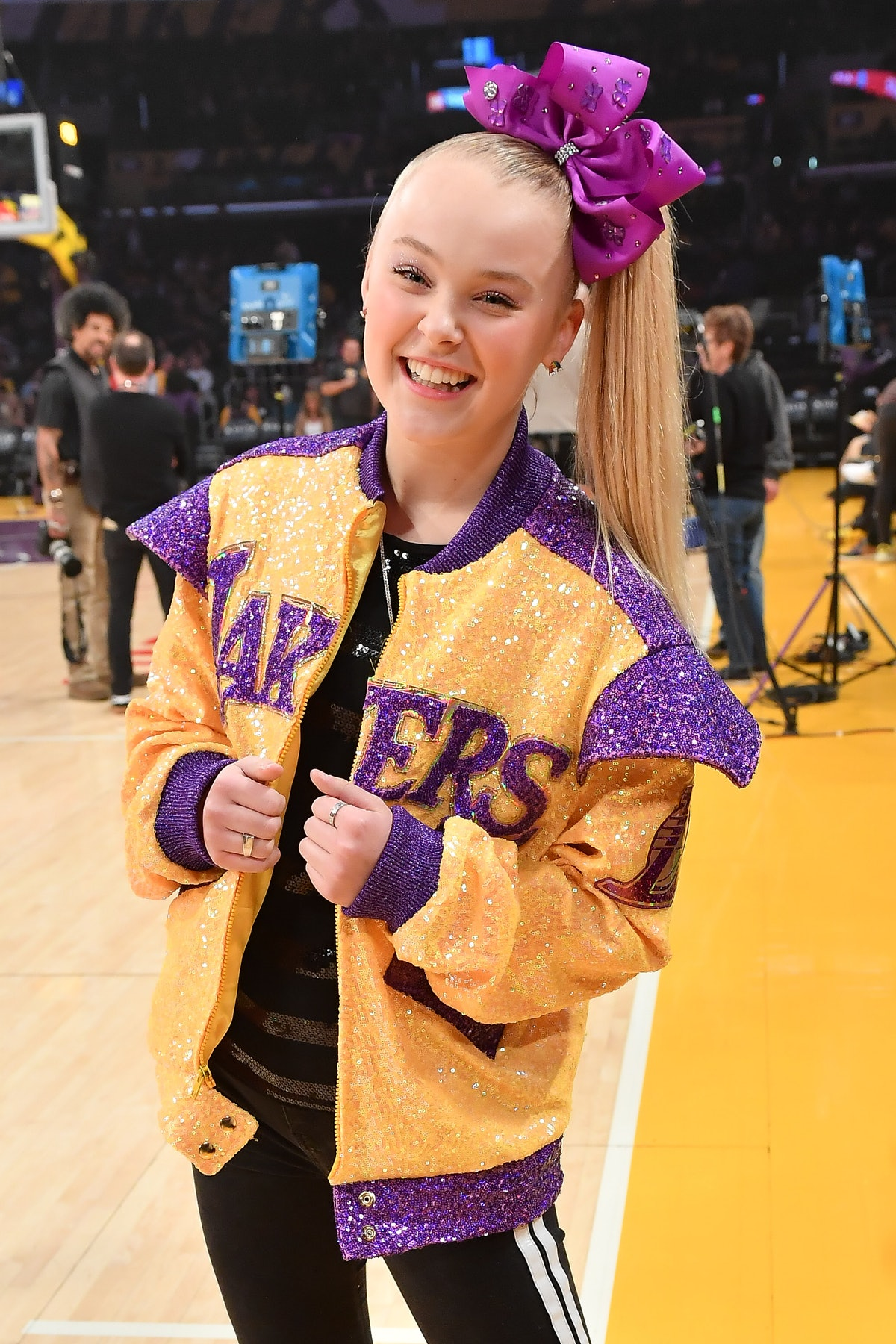 JoJo Siwa wears her signature hair bow as she attends a basketball game between the Los Angeles Lakers and Phoenix Suns.