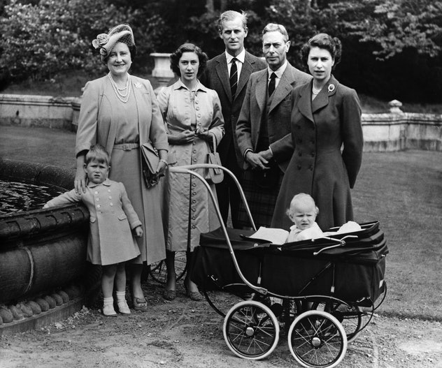 King George VI spent time with his grandkids at Balmoral.