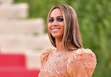 NEW YORK, NY - MAY 02:  Beyonce Knowles attends 'Manus x Machina: Fashion in an Age of Technology' Costume Institute Gala at Metropolitan Museum of Art on May 2, 2016 in New York City.  (Photo by James Devaney/GC Images)