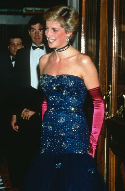 LONDON, ENGLAND - OCTOBER 09: Diana, Princess of Wales, wearing a strapless blue dress designed by Murray Arbeid and long, pink gloves, attends the premiere of Andrew Lloyd Webber's 'Phantom of the Opera' at Her Majesty's Theatre on October 9, 1986 in London, United Kingdom. (Photo by Anwar Hussein/Getty Images)