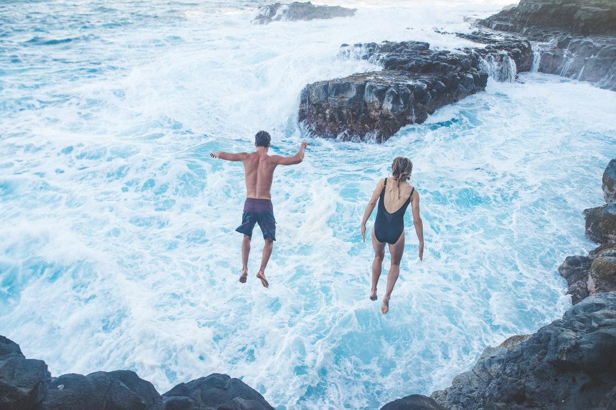 Couple jumps off a cliff after getting to know each other by asking deep questions over text.