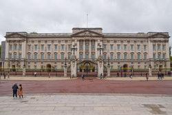 LONDON, UNITED KINGDOM - 2021/05/21: Exterior view of Buckingham Palace in London. (Photo by Vuk Valcic/SOPA Images/LightRocket via Getty Images)