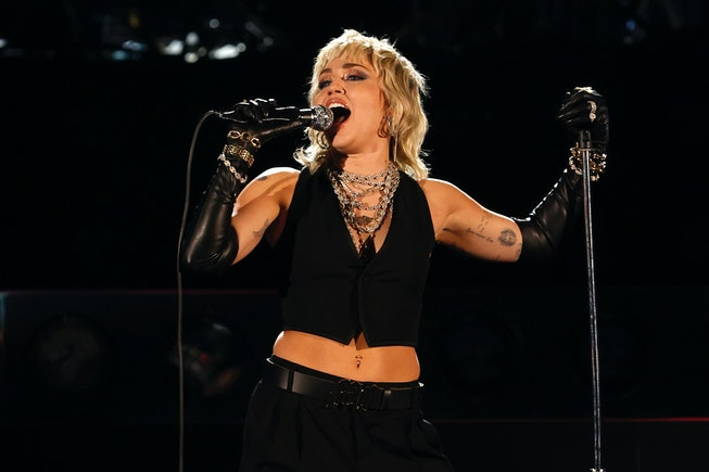 INDIANAPOLIS, INDIANA - APRIL 03: Miley Cyrus performs a Tribute to Frontline Heroes during the 2021...