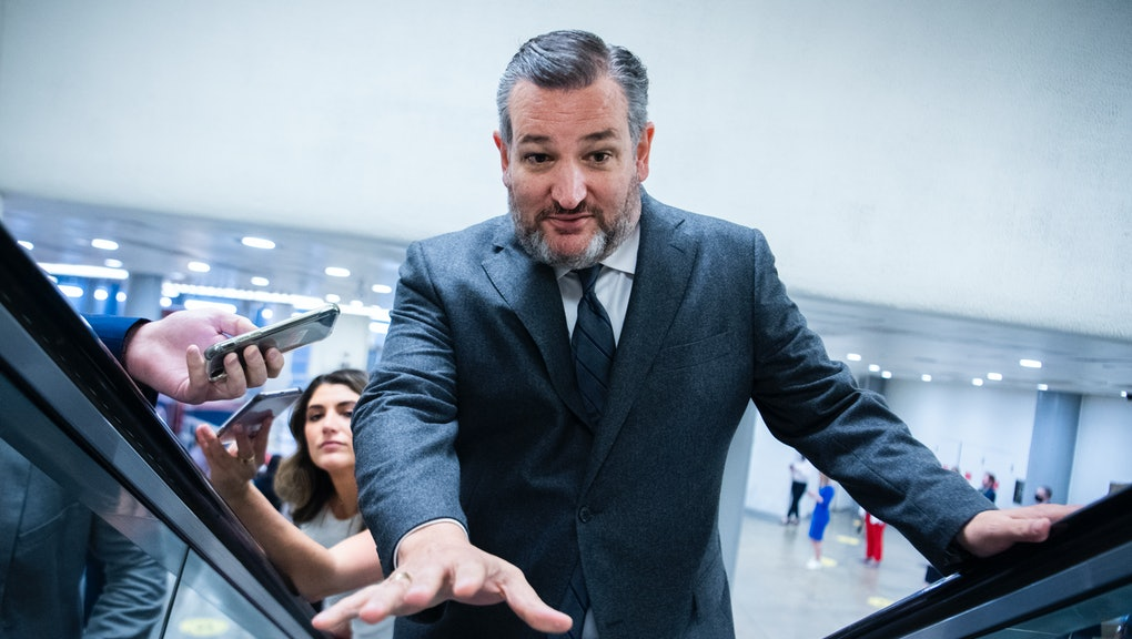 UNITED STATES - MAY 25: Sen. Ted Cruz, R-Texas, warns the photographer about the end of the escalato...