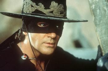 (Original Caption) Antonio Banderas alias Alejandro Murrieta / Zorro. (Photo by Ronald Siemoneit/Syg...