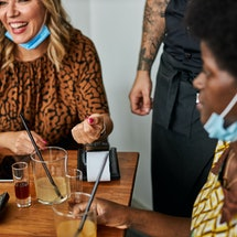 Two friends split the bill in a restaurant. Experts share their tips for how to remind someone to pa...