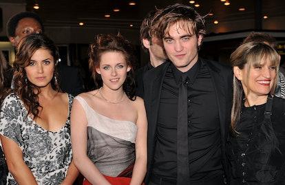 Nikki Reed, Kristen Stewart, Robert Pattinson & director Catherine Hardwicke of 'The Twilight Saga'. Photo via Lester Cohen/WireImage