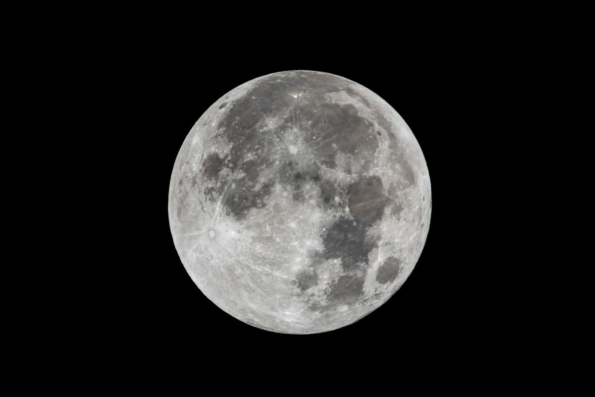 Picture of the full moon, the planet that rules Monday.