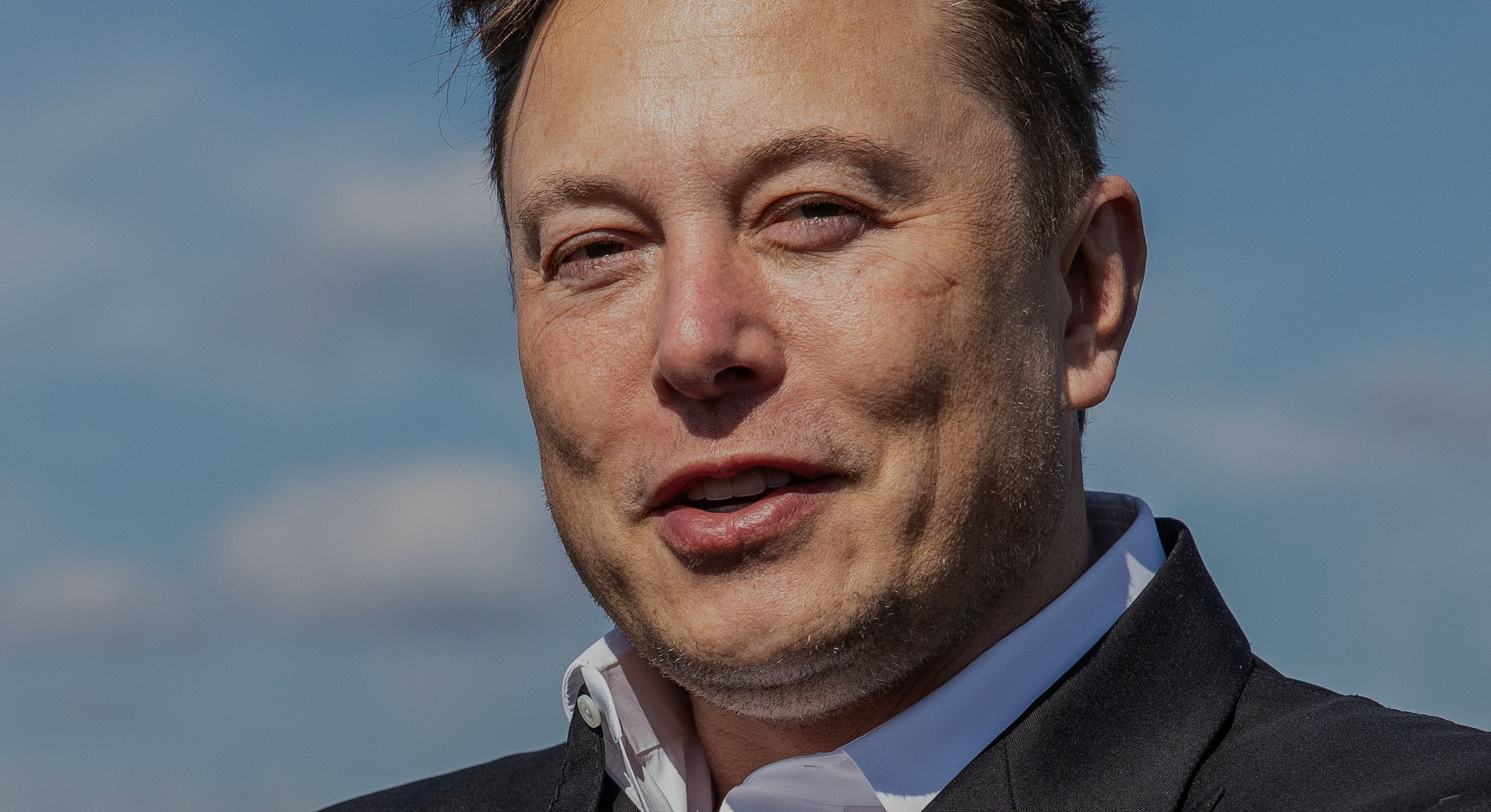 FUERSTENWALDE, GERMANY - SEPTEMBER 03: Tesla head Elon Musk arrives to have a look at the construction site of the new Tesla Gigafactory near Berlin on September 03, 2020 near Gruenheide, Germany. Musk is currently in Germany where he met with vaccine maker CureVac on Tuesday, with which Tesla has a cooperation to build devices for producing RNA vaccines, as well as German Economy Minister Peter Altmaier yesterday. (Photo by Maja Hitij/Getty Images)