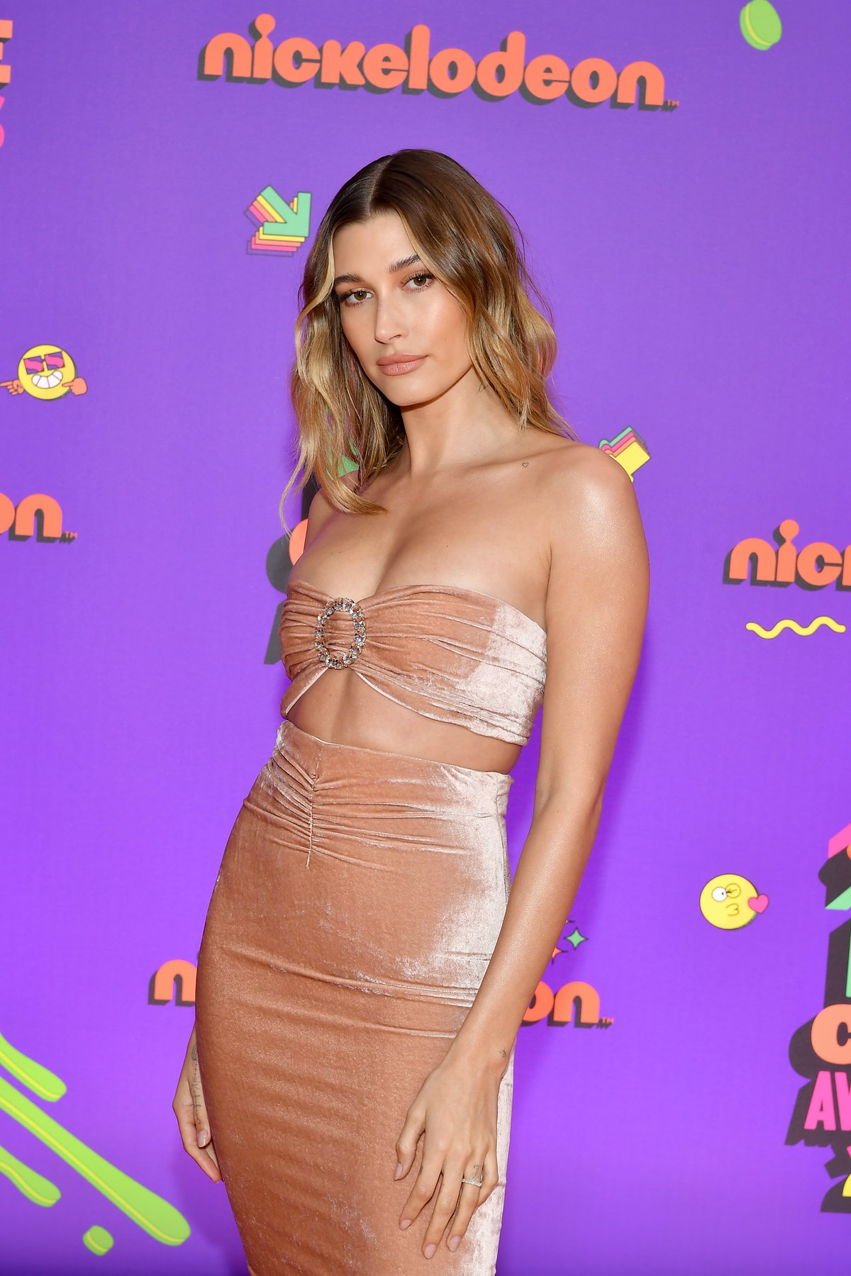 SANTA MONICA, CALIFORNIA - MARCH 13: In this image released on March 13, Hailey Bieber attends Nickelodeon's Kids' Choice Awards at Barker Hangar on March 13, 2021 in Santa Monica, California. (Photo by Amy Sussman/KCA2021/Getty Images for Nickelodeon)