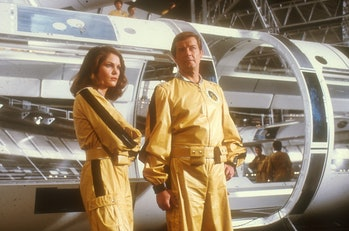 "Roger Moore, Lois Chiles, bei den Dreharbeiten zum ""James-Bond""-Film ""Moonraker"", Paris/Frankreich, ..."