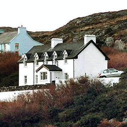(FILES) A file photo taken on December 24, 1996 in Schull, southern Ireland, shows the house of Sophie Toscan du Plantier, wife of French film producer Daniel Toscan du Plantier. The investigation into the unsolved 1996 murder in Ireland of Sophie Toscan du Plantier took a new turn on April 8, 2010 with news of an arrest warrant for an English freelance journalist. Investigating magistrate Patrick Gachon issued a Europe-wide warrant on February 19 for the arrest of Ian Bailey in connection with the beating death of Toscan du Plantier.  AFP PHOTO (Photo credit should read PIG/AFP via Getty Images)