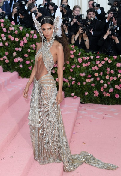 NEW YORK, NEW YORK - MAY 06: Emily Ratajkowski arrives for the 2019 Met Gala celebrating Camp: Notes on Fashion at The Metropolitan Museum of Art on May 06, 2019 in New York City. (Photo by Karwai Tang/Getty Images)
