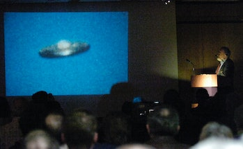 3/21/2007 Photo by Krissy Krummenacker 200700472 Nuclear physicist Stanton T. Friedman speaks about UFOs at the Reading Museum Wednesday, March 21, 2007. (Photo By Krissy Krummenacker/MediaNews Group/Reading Eagle via Getty Images)