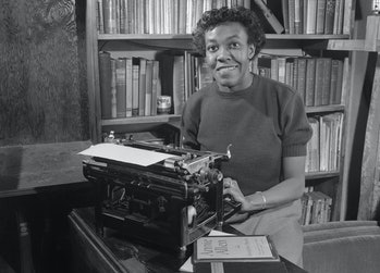 """(Original Caption) A 32-year-old housewife and part time secretary has won the Pulitzer Prize in Poetry for """"Annie Allen,"""" a ballad of Chicago Negro life. The first woman to capture one of the famed awards, she is the mother of a 9-year-old boy and the wife of Henry Blakely, partner in an auto repair shop."""