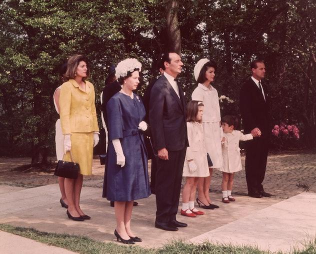 Queen Elizabeth honors President Kennedy.