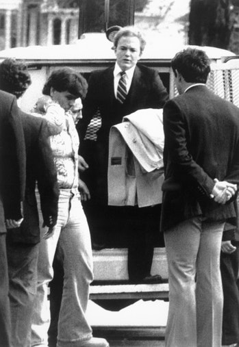 """Arne C. Johnson, with coat over arm, steps from a police van on arrival at court in Danbury, CT for the opening day of his trial on the stabbing death of Alan Bono, 40, in Brookfield, CT.  Superior Court Judge Robert Callahan refused to allow """"demonic possession,""""  as a defense in the trial.  (Photo by Bettmann Archive/Getty Images)"""