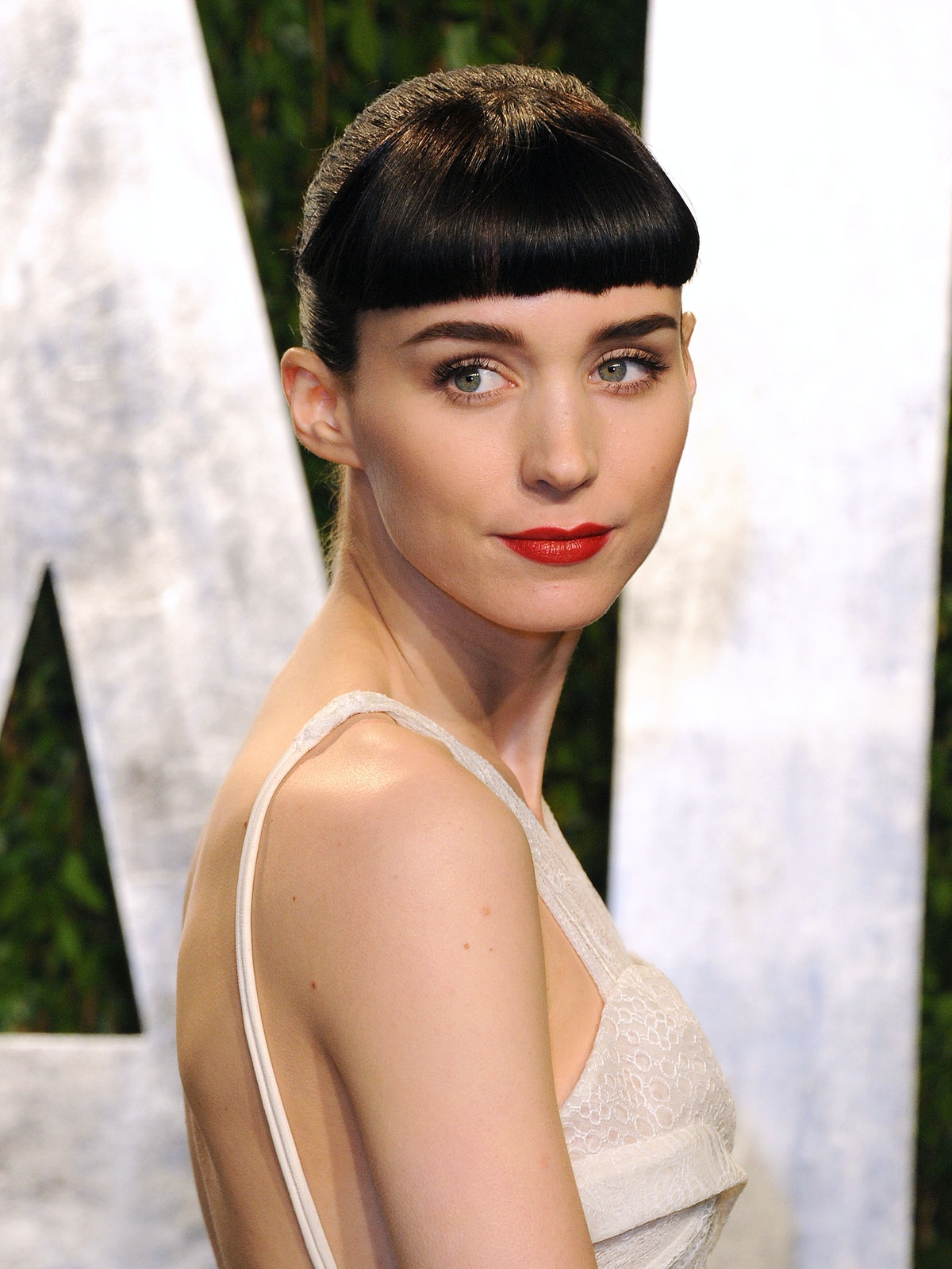 Actor Rooney Mara attends the 2012 Vanity Fair Oscar Party with micro bangs.