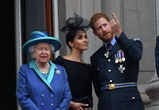 LONDON, UNITED KINGDOM - JULY 1O: Queen Elizabeth ll, Meghan, Duchess of Sussex and Prince Harry, Duke of Sussex stand on the balcony of Buckingham Palace to view a flypast to mark the centenary of the Royal Air Force (RAF) on July 10, 2018 in London, England.  (Photo by Anwar Hussein/Getty Images)