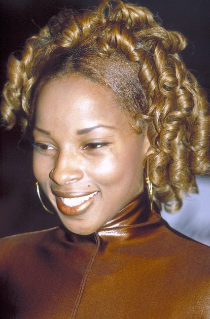 Mary J. Blige dyed her own hair for her performance at NYC's Beacon Theatre in 1992.