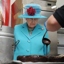 Queen Elizabeth II watches as Jo Hurst, 39, from the Pie Mill makes a chocolate cake during her visit to the Cumbrian Rural Enterprise Agency in Penrith, Cumbria.   (Photo by Owen Humphreys - PA Images/PA Images via Getty Images)
