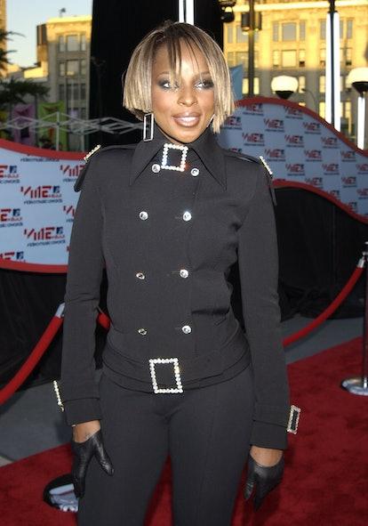 Mary J. Blige rocked an asymmetric bob at the 2001 MTV Video Music Awards.