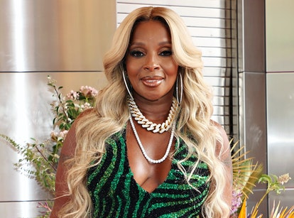 Mary J. Blige wore beachy waves for her The Apollo walk of fame induction.