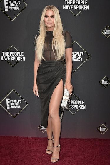 SANTA MONICA, CALIFORNIA - NOVEMBER 10: Khloe Kardashian attends 2019 E! People's Choice Awards - Ar...