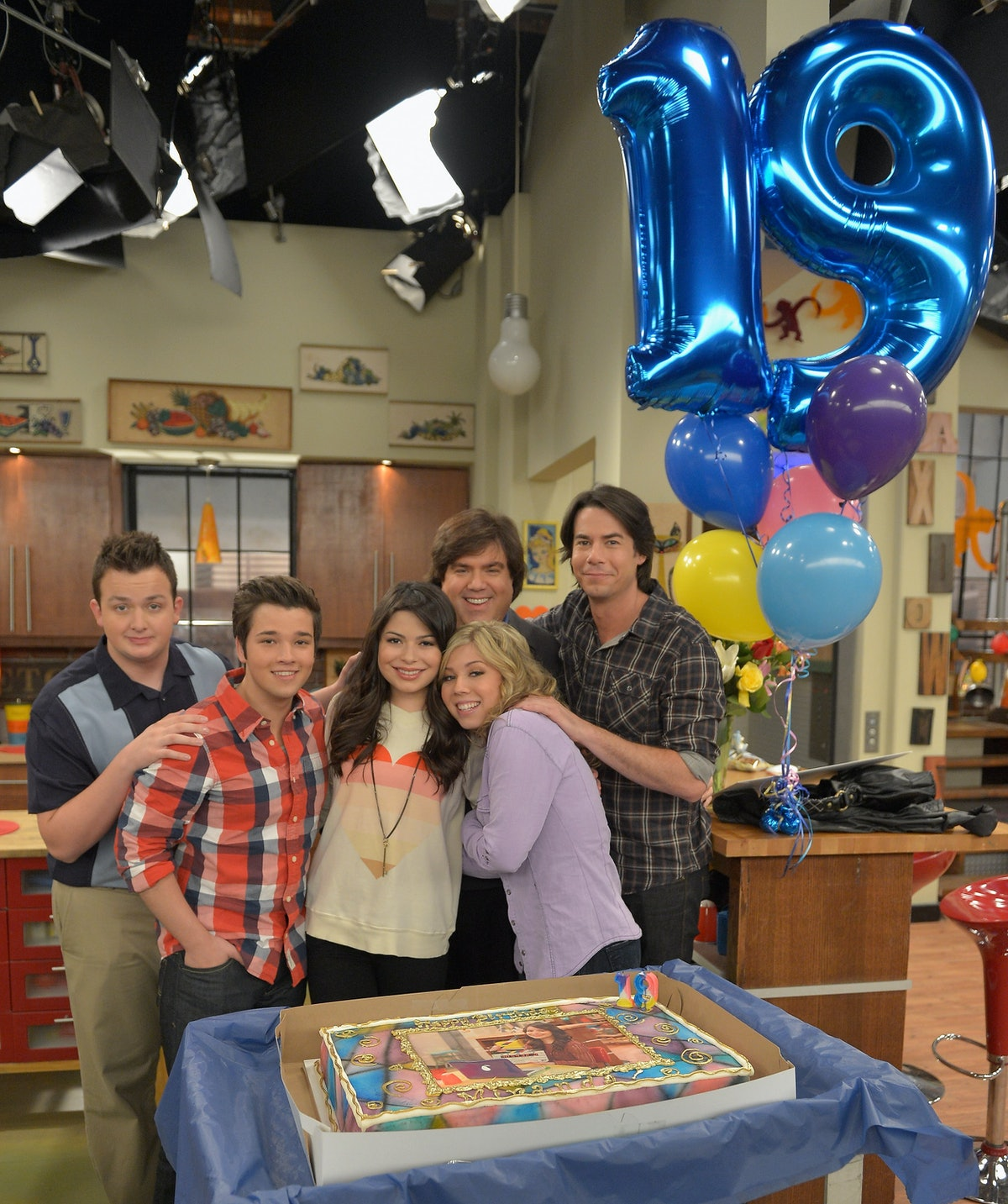 BURBANK, CA - MAY 14:  iCarly's Miranda Cosgrove celebrated her 19th birthday today Monday, May 14 on the set of the hit Nickelodeon series with her co-stars Jennette McCurdy, Jerry Trainor, Nathan Kress, Noah Munck and iCarly creator Dan Schneider at Nickelodeon Studios on May 14, 2012 in Burbank, California. iCarly airs Saturdays at 8 p.m. (ET/PT) on Nickelodeon.  (Photo by Charley Gallay/WireImage)