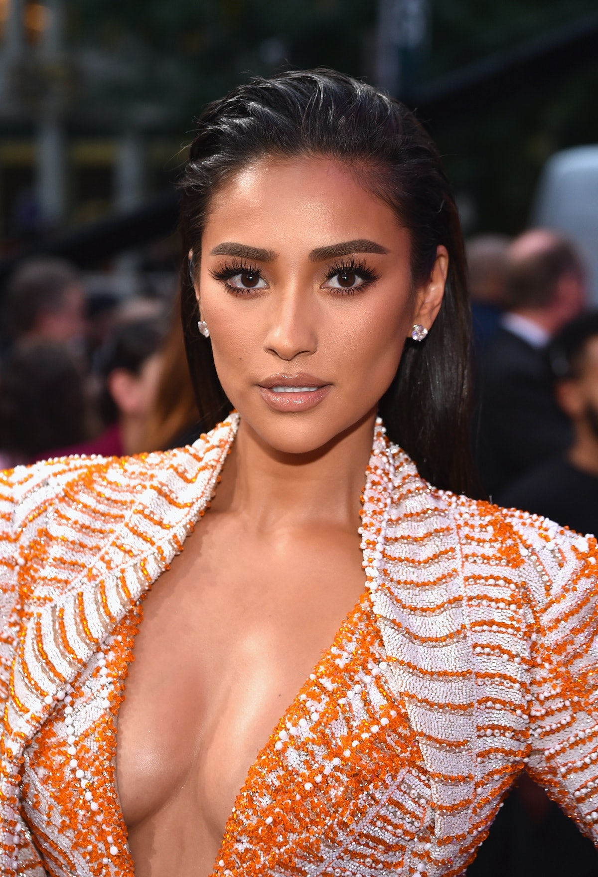 NEW YORK, NY - AUGUST 20:  Shay Mitchell attends the 2018 MTV Video Music Awards at Radio City Music Hall on August 20, 2018 in New York City.  (Photo by John Shearer/Getty Images for MTV)