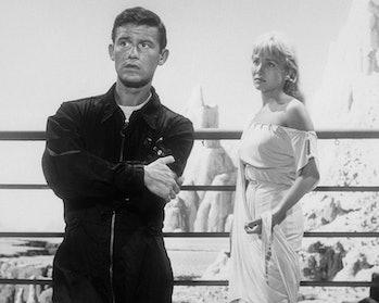 English actor Roddy McDowall (1928 - 1998), as Sam Conrad, and American actress Susan Oliver (1932 -...