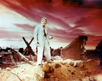 American actor Burgess Meredith (1907 - 1997) as Henry Bemis in 'Time Enough at Last', the eighth ep...