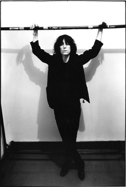 """NEW YORK, NY - SEPTEMBER 21: Patti Smith poses before performing at the event """"Arista Records Salutes New York with a Festival of Great Music"""" at City Center. September 21, 1975. (Photo by Charlie Steiner - Highway 67/Getty Images.)"""