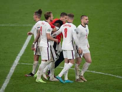 LONDON, ENGLAND - JULY 11: England players console Bukayo Saka after he misses the crucial fifth penalty of the shoot out during the UEFA Euro 2020 Championship Final between Italy and England at Wembley Stadium on July 11, 2021 in London, United Kingdom. (Photo by Visionhaus/Getty Images)